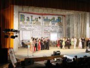 """Colegiul Tehnic """"Samuil Isopescul"""" şi-a desemnat cei mai frumoşi boboci, într-un spectacol care a avut ca temă mass-media"""