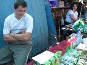 Anunţul de evacuare, prezent ieri pe masa bazariştilor din primul rând