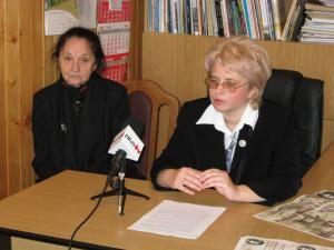 Margareta Labiş, sora poetului, şi Carmen Veronica Steiciuc, directorul festivalului