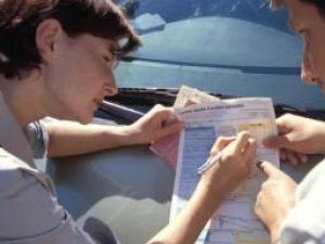 Poliţele auto obligatorii RCA vor putea fi emise, de la 1 ianuarie 2009, în sistem electronic. Foto: OREDIA