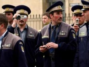Poliţiştii au desfăşurat ore suplimentare pe timpul alegerilor, fără să fi plătiţi cu spor de sută la sută. Foto: MEDIAFAX