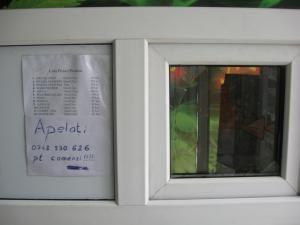 Pe geamurile magazinelor care comercializau plante şi substanţe cu efect halucinogen au apărut numerele de telefon la care clienţii pot face comenzi