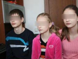 Cei trei copii spun că nu vor să o mai vadă pe mama lor