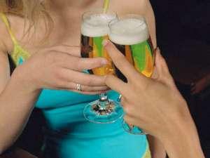 Consumul de alcool cu măsură în decursul săptămânii este mai bun pentru sănătate decât consumul excesiv de alcool în weekend. Foto: ZEFA