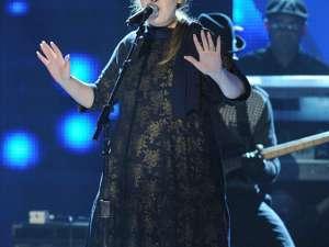 Adele a ajutat un fan care a leşinat în timpul concertului ei din Londra