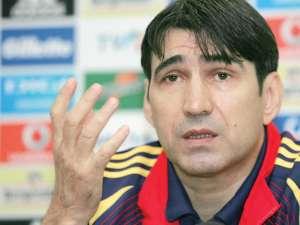 Victor Piţurcă spune că vrea să întinerească echipa naţională şi încearcă acum mai multe variante