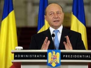 Băsescu a promulgat, ieri, Legea privind interzicerea activităţii de cămătărie. Foto: Sorin LUPŞA