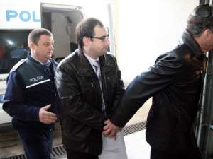 Asistentul universitar Octavian Manu a părăsit ieri arestul Inspectoratului de Poliţie al Judeţului Suceava