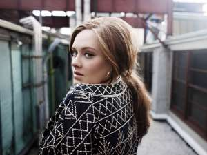 Adele vrea să se mute din Londra pentru a-şi proteja vocea