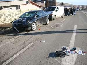 Oameni care se aflau în zonă spun că şoferul maşinii marca Ford Focus circula cu viteză mare