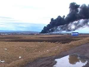 Incendiu de mari proporţii la depozitul de cauciucuri de la Slobozia-Grăniceşti