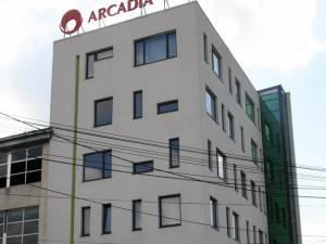 Policlinica Arcadia dispune de cabinete de Cardiologie, Ginecologie, Neurochirurgie, Pediatrie, Ortopedie, ORL şi Gastroenterologie dotate cu echipamente performante