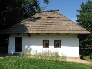 La Muzeul Satului Bucovinean, au intrat în circuitul de vizitare două noi obiective: casele Rădăşeni şi Volovăţ