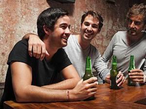 Printre activităţile recomandate se numără sportul, discuţiile, glumele şi ieşirile la o bere în oraş