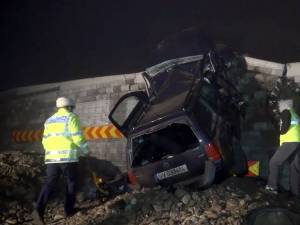 Din cauza ceţii un tânăr de 21 de ani din Todireşti a intrat cu maşina în zid şi a murit