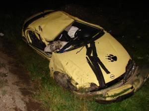 Maşina în care se aflau cei patru tineri s-a izbit de scheletul metalic al unui panou publicitar, iar apoi s-a răsturnat