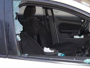 Maşină spartă pe raza comunei Şcheia