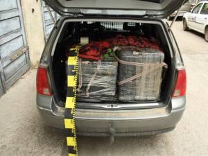 Ţigări, bani şi o maşină confiscate şi un tânăr reţinut pentru contrabandă