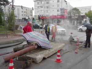 Apa caldă revine mai repede în cartierele afectate de avaria din George Enescu