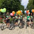"""Membrii Asociației sportive """"Suceava pe bicicletă'' au oferit baloane colorate și sfaturi micilor biciclişti, de 1 Iunie"""