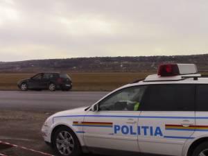 O maşină condusă de o şoferiţă beată s-a răsturnat în afara drumului