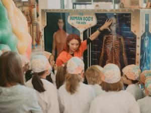 """Peste 1.500 de copii au vizitat expoziţia interactivă """"The Human Body Adventure"""", la Iulius Mall Suceava"""