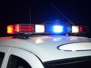 Doi răniţi după ce un şofer în vârstă de 23 de ani a pierdut controlul asupra maşinii