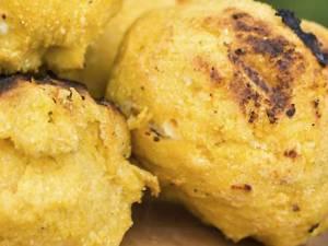 Bulz sau ciuci cu brânză pentru grătar