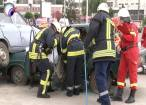"""Salvatorii din şase judeţe, în concurs: """"victime"""" încarcerate în parcare la mall"""