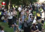 Mii de sarmale şi sticle cu apă, împărţite de primarul Sucevei credincioşilor veniţi la moaştele Sf. Ioan cel Nou