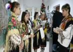 Un grup de tinere de la Serviciile multifuncţionale Gura Humorului a colindat redacția Monitorului de Suceava