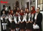 Grupul vocal al Casei de Cultură din Dolhasca a colindat redacţia Monitorului de Suceava